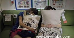 在网吧睡觉的人并不消费,老板为何不撵走他们?