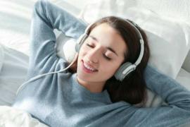 受伤后喜欢晚上听会儿音乐再睡觉,有点人生感悟