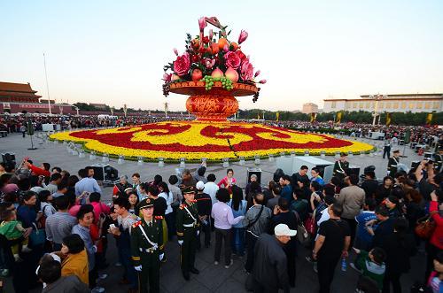 节日活动,节日花卉祝福,国庆节日节目,庆祝国庆节。