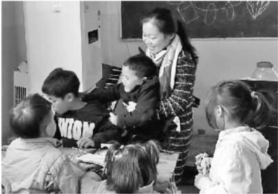 女大学生创业成功后办慈善希望小学 当起了一群孤儿的妈妈
