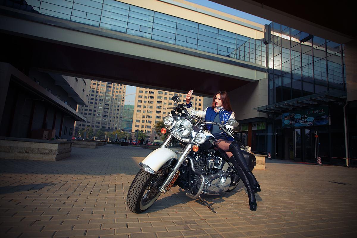 骑摩托车的美女,美女骑摩托车