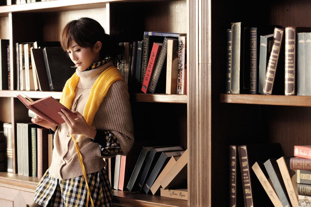 看书的美女,看书的女孩子,美女读书