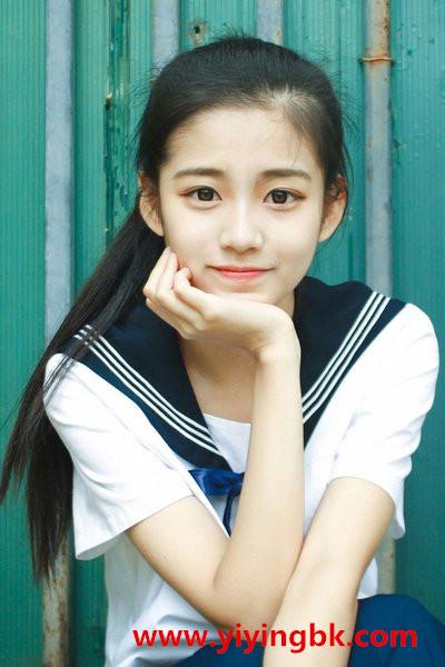 清纯漂亮活泼可爱的女孩儿