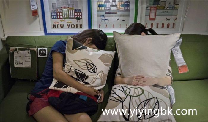 在网吧睡觉不上网的女孩,www.yiyingbk.com